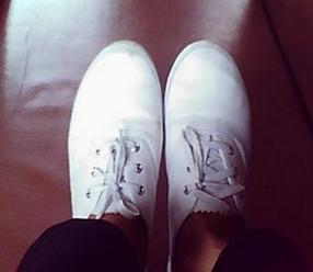 白色运动鞋怎么洗